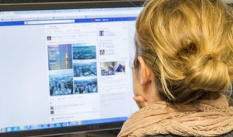 Qui se cache derrière la censure sur Facebook ?